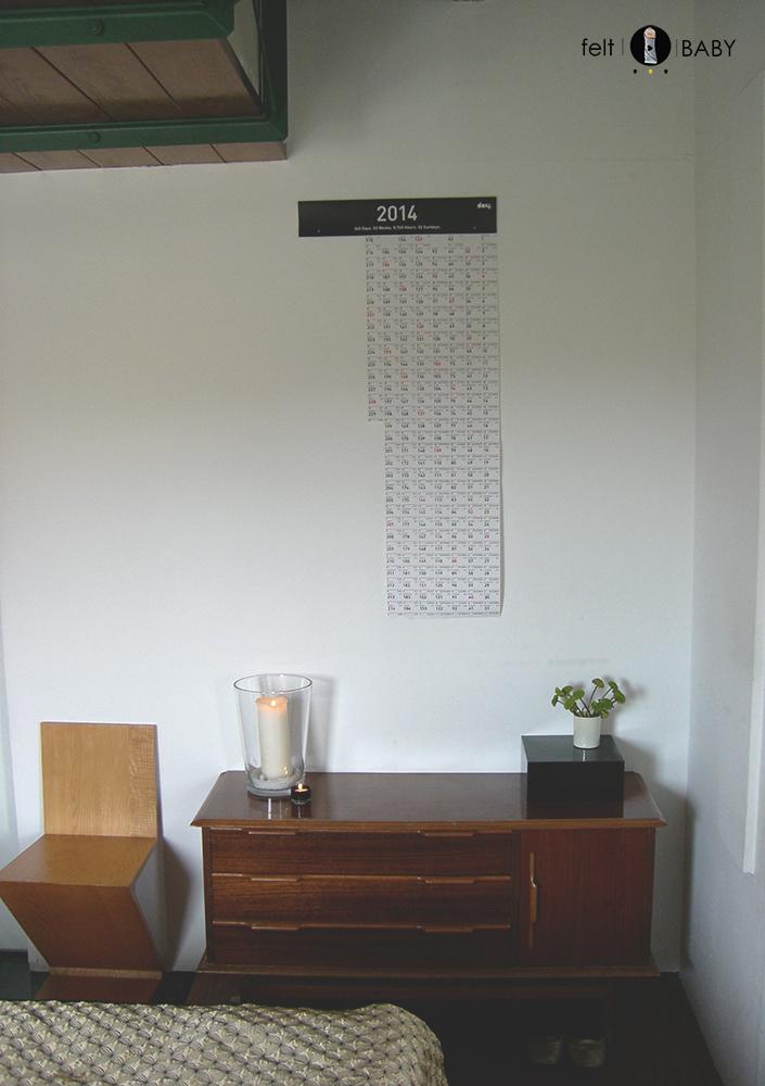 Habitación con calendario de cuenta atrás