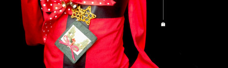 Disfraz infantil terminado en tonos rojos navideños