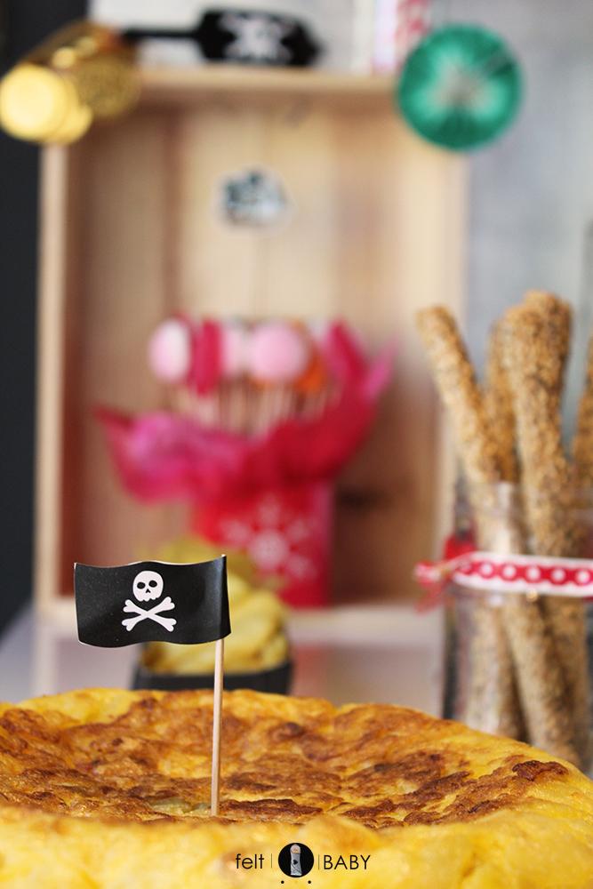 Tortilla de patata decorada con banderita pirata feltbaby blog