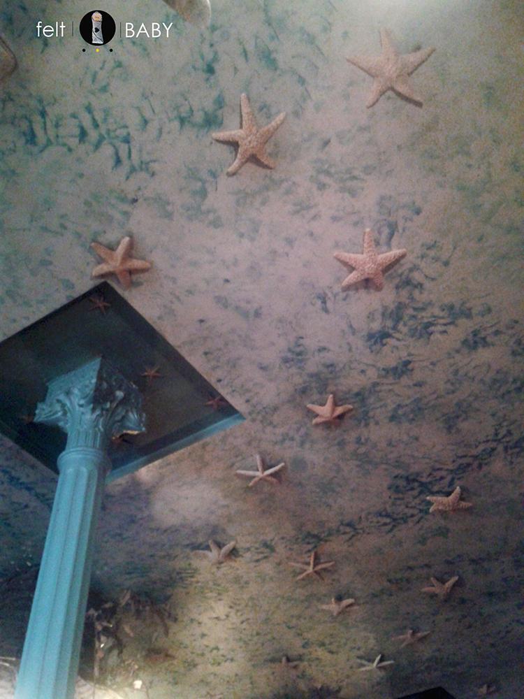 Pulpería en Madrid techo decorado con estrellas