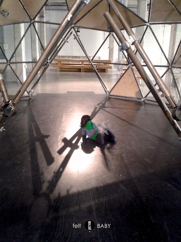 Instalación tubular en espacio Intermediae
