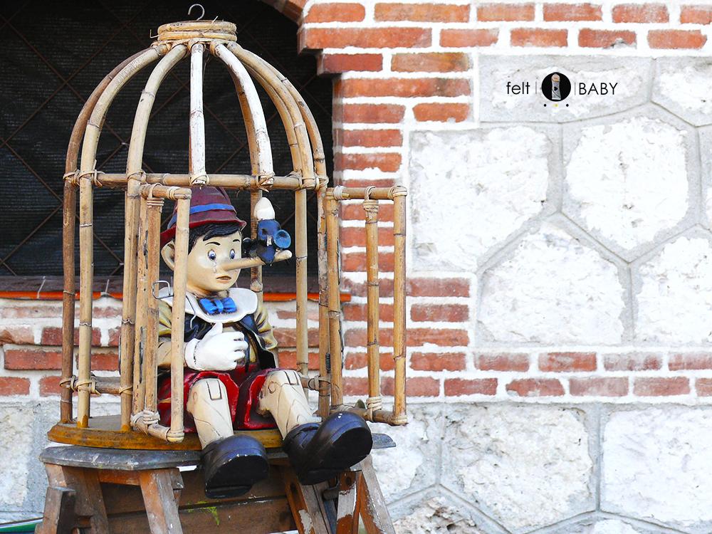 Pinocho antiguo mercado de antiguedades